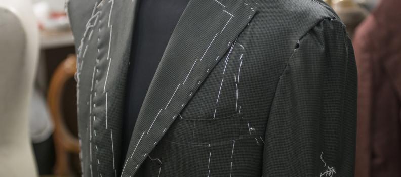 Andresti mai ad un appuntamento importante spettinato e mal vestito?